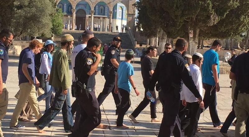 38 مستوطن و 50 طالب يهودي يقتحمون المسجد الاقصى