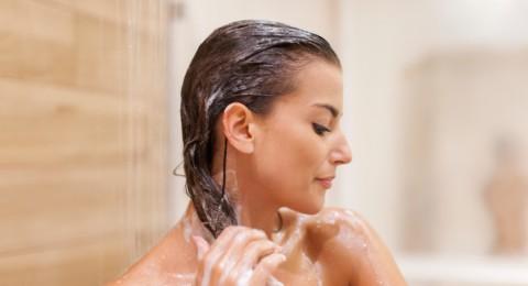 كم مرة في الأسبوع يجب غسل الشعر؟