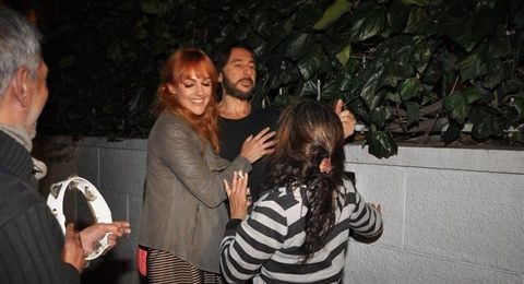 فتاة تحرج الممثلة التركية مريم اوزريلي