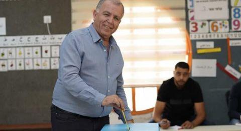 زيمر: تميم ياسين يدلي بصوته ويدعو الأهالي للخروج والتصويت