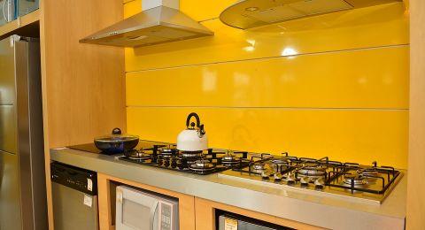 مطبخك أكثر فخامة وأناقة مع الديكورات الذهبية!