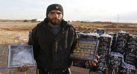 معارض سوري يستبدل كلاشنيكوف بالبرازق