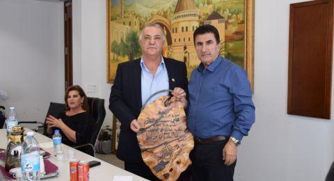 رابطة الفنانين والموسيقيين العرب يهنئون رئيس بلدية الناصرة