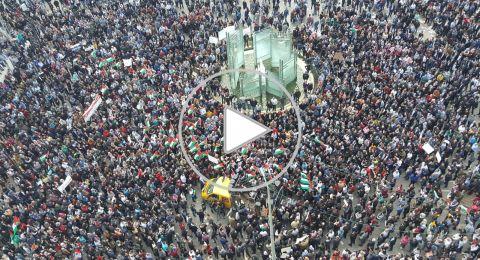 الآلاف يعتصمون أمام مقر الحكومة رفضًا لقانون الضمان