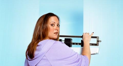 احذروها: 7 عادات غذائية ليلية تسبب زيادة الوزن