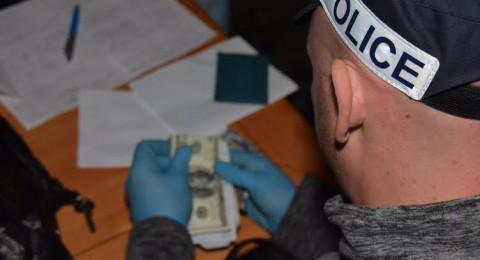 عميل سرّي يوقع بـ 21 مشتبهًا بتجارة المخدرات .. 11 من ضمنهم عرب