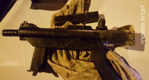 على بندقية في جسر الزرقا وبعض القنابل في برطعة