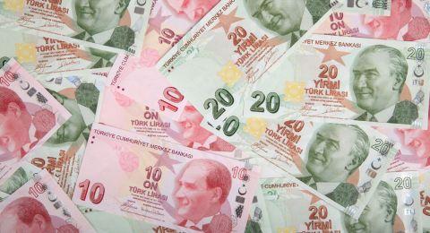 وكالة ستاندرد اند بورز تخفض تصنيفها الائتماني لتركيا