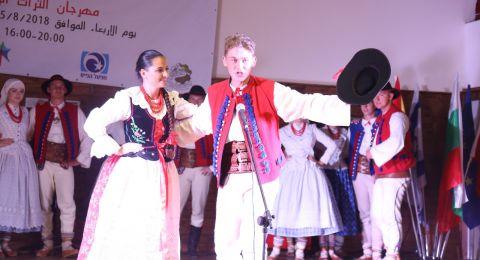 الزرازير: بمشاركة غفيرة مهرجان الفلكلور الدولي للرقص ينطلق في قرية الزرازير