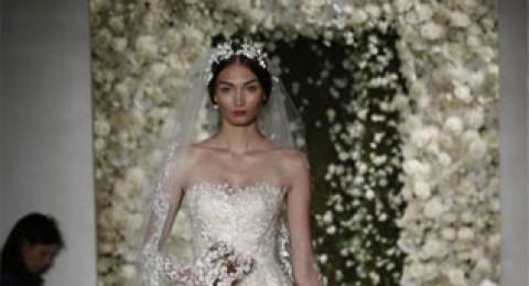 فساتين زفاف ريم عكرا لخريف 2015 تشع نورًا