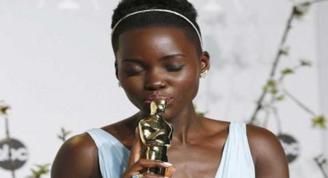 الممثلة لوبيتا نيونغو تندد بتعديل تسريحة شعرها على غلاف مجلة بريطانية