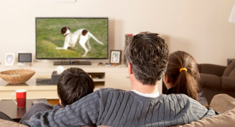 مشاهدة التلفاز تضاعف خطر الإصابة بتجلط الدم