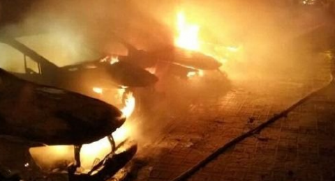 شاهدوا .. حريق يلتهم 7 سيارات في نهاريا