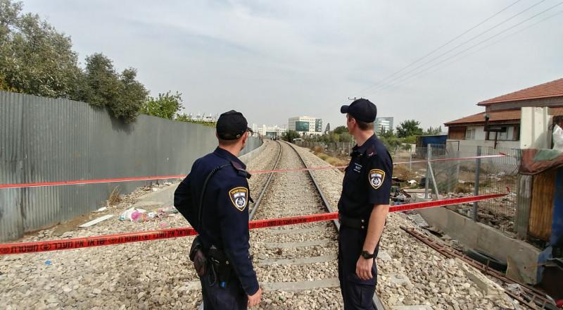 العثور على جثة شاب قرب السكة الحديدة في اللد