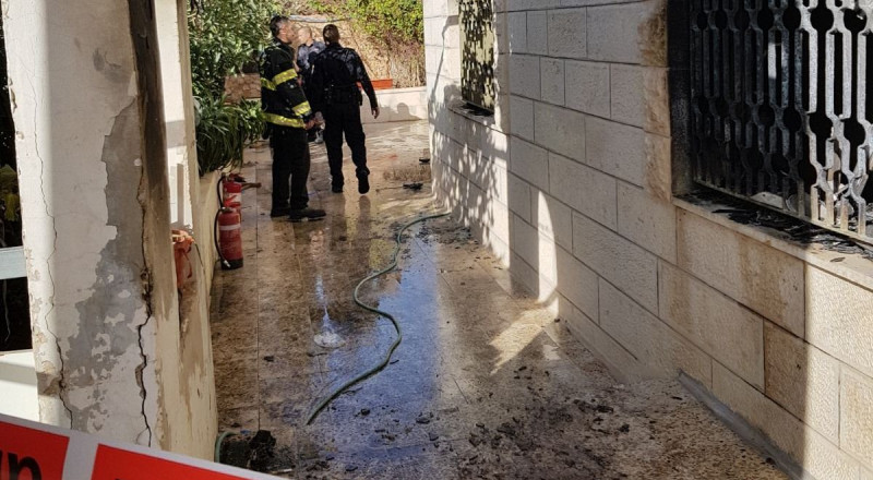 الأم تركت طفليها داخل المنزل .. فأشعلا الكبريت وأحرقا المنزل وأصيبا بشكل حرج!