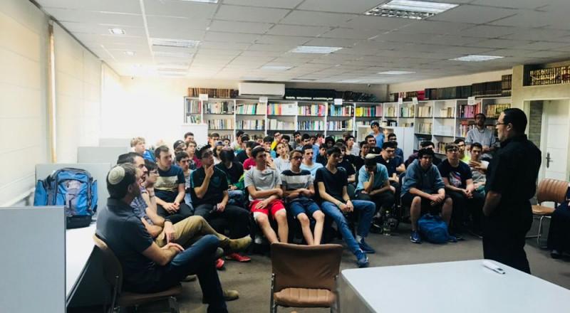 الثانوية الشاملة في كفر قاسم تستضيف مجموعة طلاب يهود ضمن برنامج