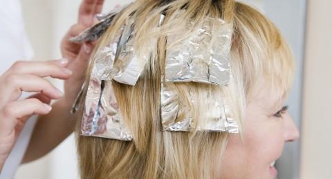 هل تسبب صبغة الشعر المتكررة مشاكل صحية؟