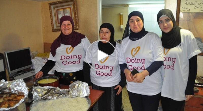 الطيرة:جمعية الحق والاصلاح من اجل المحتاجين تُقدم مئات الوجبات الساخنة للعائلات المستورة