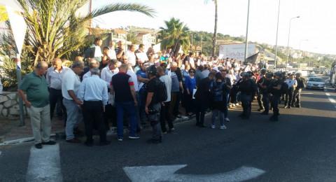 أم الفحم: قوات الشرطة تحاول قمع المتظاهرين وإبعادهم عن شارع 65