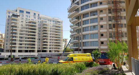 مصرع عامل اثر سقوطه في ورشة بتل أبيب