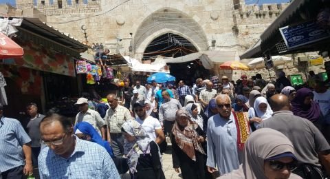 عشرات آلاف المصلين يتوافدون لصلاة الجمعة الأولى في رمضان بالمسجد الأقصى