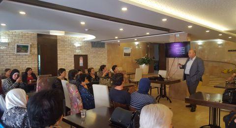 د. جيمي جدعون، مدير قسم النساء والولادة في مستشفى الناصرة في محاضرة بموضوع