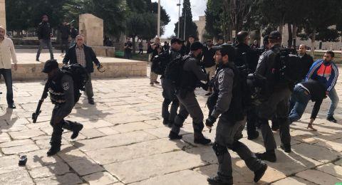 القدس: اشتباكات بالايدي واعتقال حارس من الاقصى