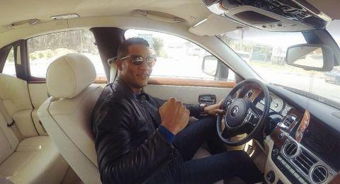 محمد رمضان يتباهى بسياراته الفاخرة.. إليكم ثمنها!