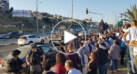 ام الفحم: مظاهرة حاشدة وقوات الشرطة تحاول قمع المتظاهرين وإبعادهم عن شارع 65