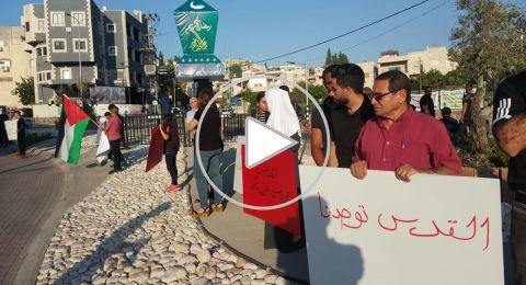 العشرات يتظاهرون على عين الرينة تنديدا بالمجزرة الإسرائيلية