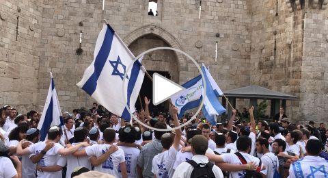 مسيرة الاعلام الاسرائيلية الاستفزازية تصل الى باب العمود