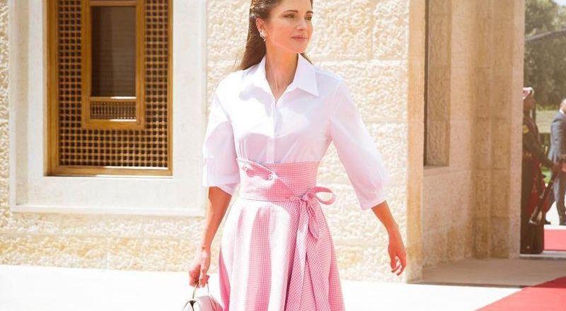 6 طرق لتنسيق التنورة بأسلوب الملكة رانيا