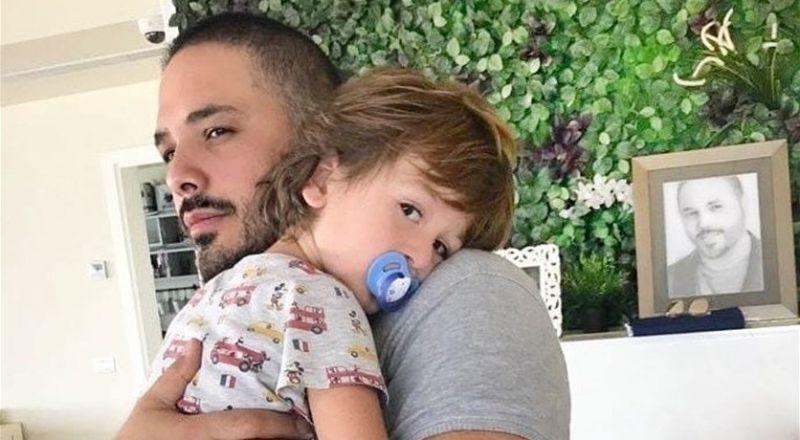 رامي عياش يلاعب ابنه بعفوية وطرافة
