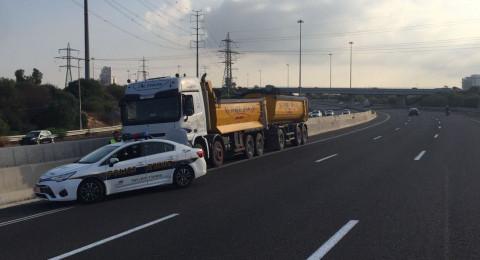 سائق شاحنة يسير عكس اتجاه السير