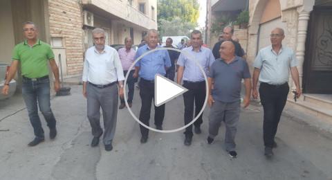 وفد من المتابعة بزيارة لأهالي المعتقلين الإداريين ومصاب حادثة الطعن