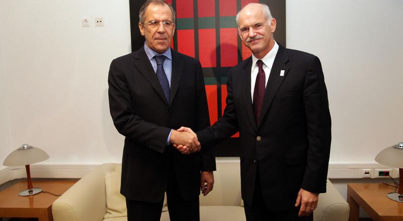 لافروف خلال لقاء حفتر: الوضع في ليبيا لا يزال صعبا