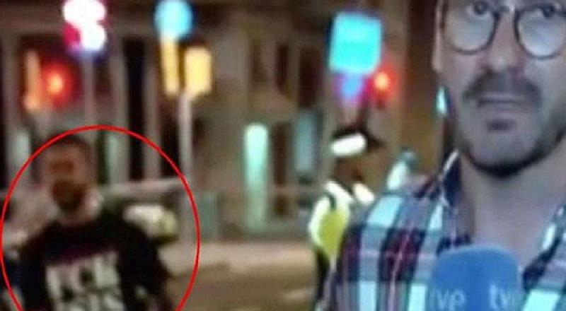 قميص يشعل مواقع التواصل الاجتماعي أثناء هجمات برشلونة