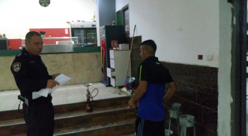 الشرطة تغلق 7 مصالح تجارية شغلت فلسطينيين دون تصاريح قانونية في النقب