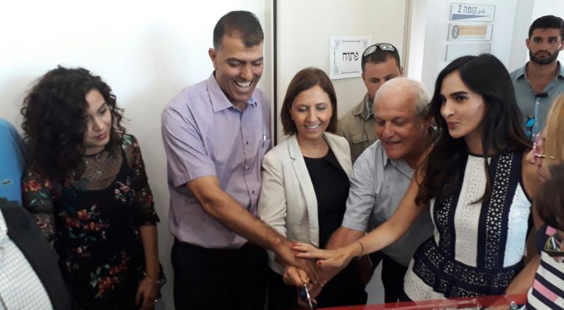 وزير الرفاه حاييم كاتس ووزيرة المساواة الاجتماعية غيلا غمليئيل يشاركان بافتتاح مركز