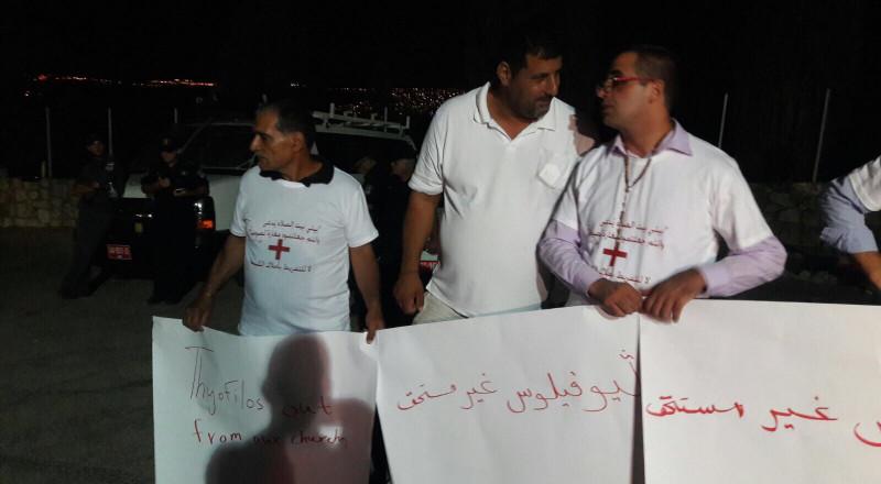 متظاهرون بجبل الطور يعتبرون بيع الوقف المسيحي: خيانة عظمى