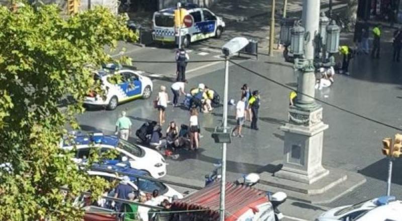 برشلونة.. شاحنة تدهس العشرات بمنطقة سياحية ومقتل 13 شخصًا
