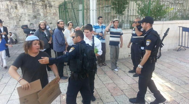 اسرائيل تحتجز شهيدين من القدس بـ