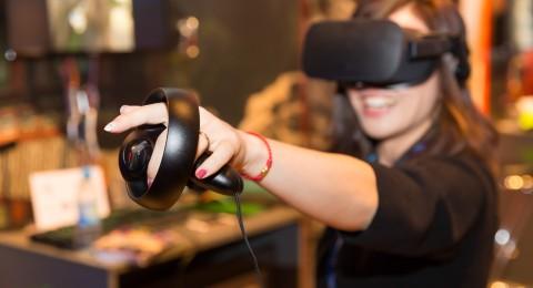 أدوبي تكشف أداة لتحرير الفيديو في الواقع الافتراضي