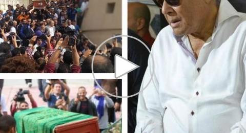 تزاحم النجوم لحمل نعش محمود عبد العزيز إلى مثواه الأخير