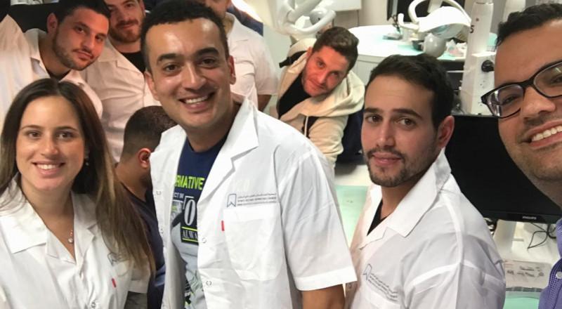 بعد النجاح الذي حققته، أطباء يهود من مركز البلاد يشاركون بدورات جمعية أطباء الأسنان العرب للتحضير للامتحان الحكومي