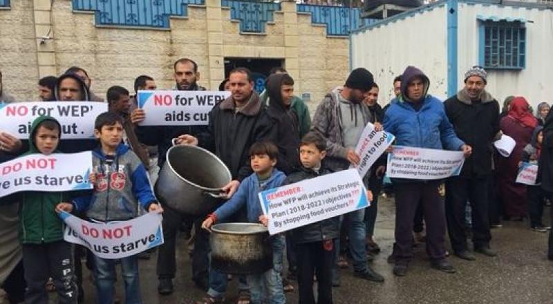 الفقراء في غزة يدقون طناجر الجوع