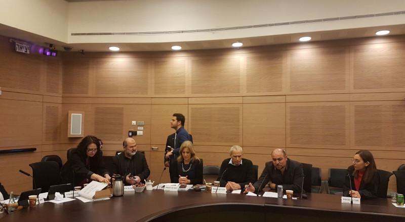 النائب مسعود غنايم يعرض أمام لجنة الاقتصاد في الكنيست مشكلة المبيعات ( المزادات) العلنيّة التي تقوم بها شركة البريد للطرود التي لم يُعرف أصحابها