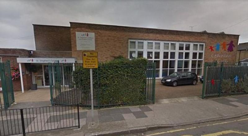 في بريطانيا.. مدرسة تمنع الصيام وتحظر حجاب الفتيات دون الـ8