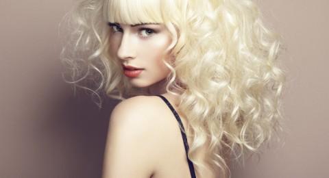 8 خطوات للحصول على تسريحة الشعر المجعد خلال دقائق