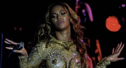 بيونسيه ترتدي ملابس داخلية من الذهب